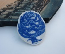 artichoke brooch blue with wing