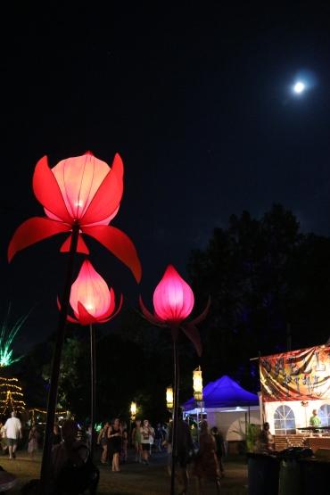 Kez Howell lighting Woodford Festival