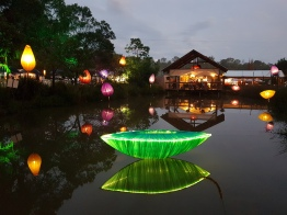 Sculptural lights Woodford Folk Festival Kez Howell Artist